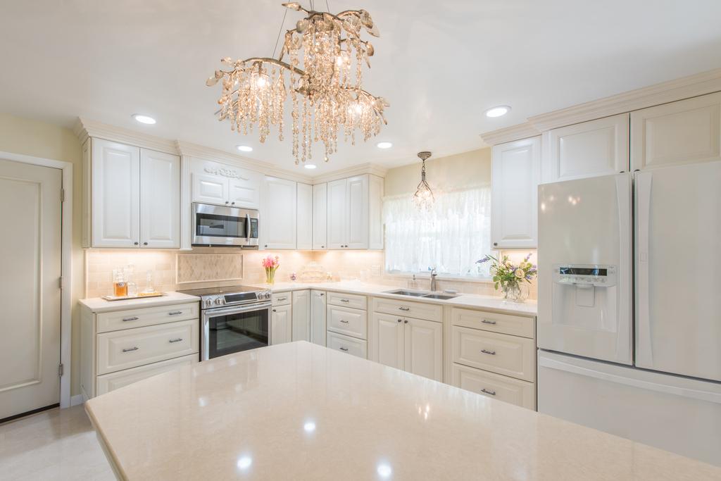 Antique White Elegant Kitchen